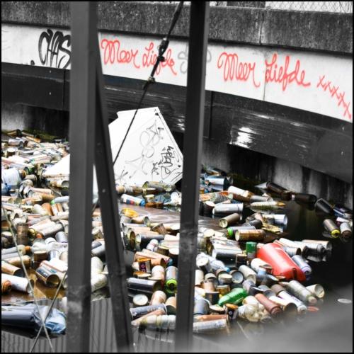 Verfspuitbussen afval Honig complex Nijmegen